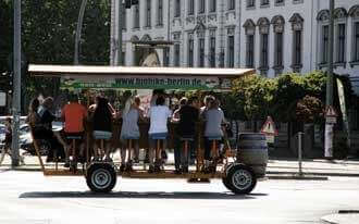 פאב על גלגלים בברלין - Berlin Beer Bike