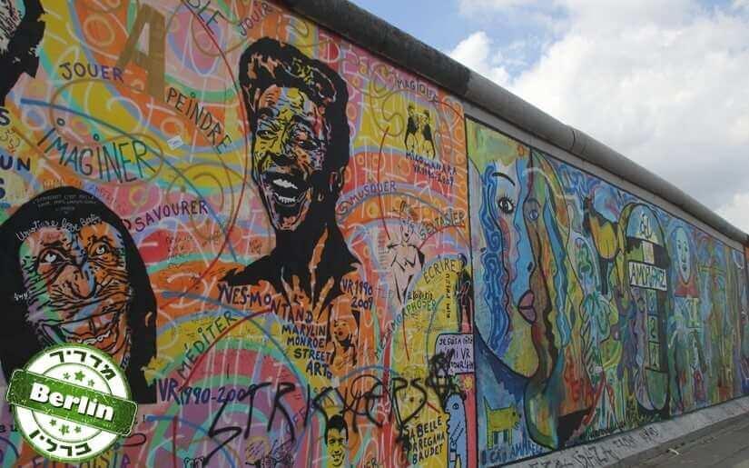 לאורכה של חומת ברלין